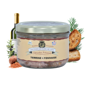 Montrer le produit de notre épicérie salée : la terrine lyonnaise, produite par les fines saveurs de Lyon